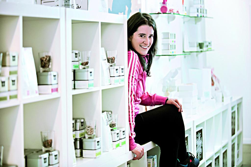 Esin Rager, Gruenderin des Teehandels Samova GmbH & Co KG, ansaessig in der Hamburger Hafencity. Esin Rager in ihrem Showroom. Fotografiert am 14.05.2012 in Hamburg.